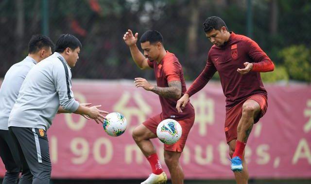 國足兩人缺席合練,李鐵滿意冬訓成果,球員身體狀態達到最佳
