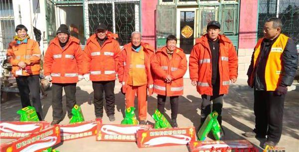 暖心!泰安桑德公司給環衛工人發放春節福利