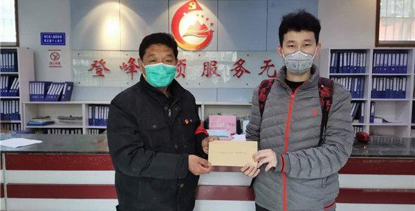 大學生黨員積極投身志愿服務 為疫情防控助力