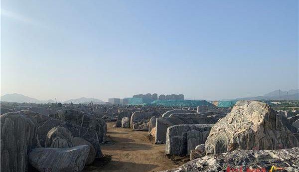 大型石头吊运工作,本月中旬全面完成